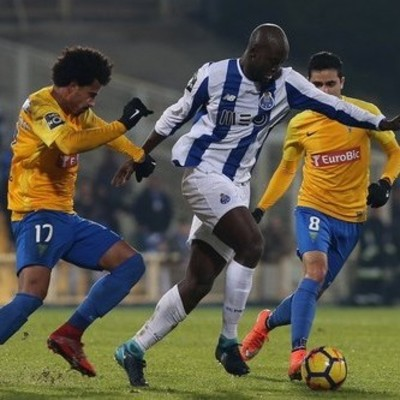 В Португалии остановили футбольный матч из-за возможного обвала трибуны