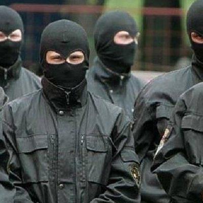 В Киеве люди в балаклавах палками избили семью адвоката