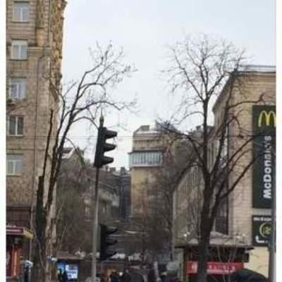 Киевляне обсуждают дурацкий балкон, портящий центр города (фото)