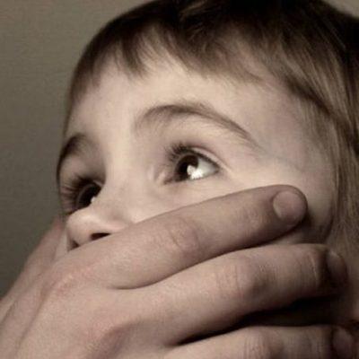 В Кривом Роге мужчина долгое время насиловал малолетних дочек