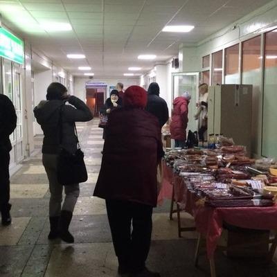 В столичной больнице дельцы открыли колбасную лавку (фото)