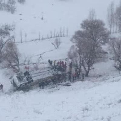 В Турции автобус упал в замерзший ручей: 6 погибших, 20 травмированных