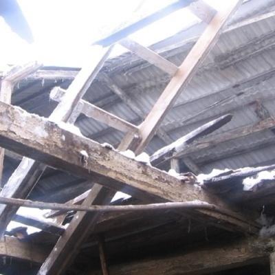 На Виннитчине крыша дома обрушилась на трех спящих детей