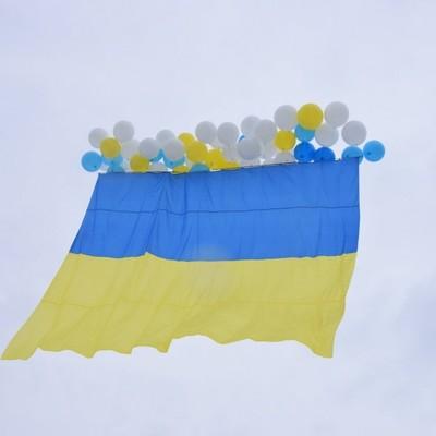 В небе над Луганщиной подняли Государственный Флаг Украины