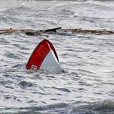 На Николаевщине перевернулась лодка с компанией: погибли две молодые девушки