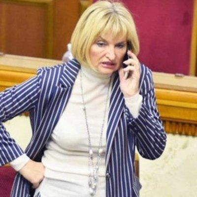 «Вы меня узнаете»: важная Ирина Луценко отказалась брать номерок за пальто