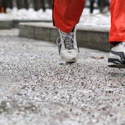 Синоптики предупредили о гололедице и порывистом ветре в Украине