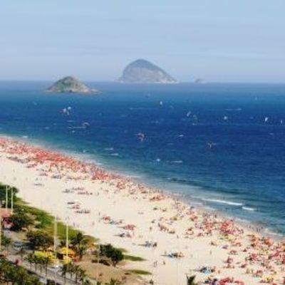 Мужчина более 20 лет живет в песчаном замке в Бразилии