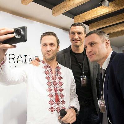Братьям Кличко в Давосе вручили Специальную награду за «Успешное многолетнее продвижение положительного образа Украины в мире»