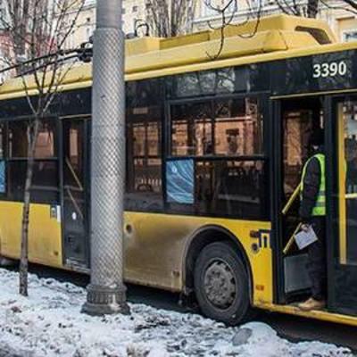 В центре Киева в троллейбусе скончался мужчина (фото)