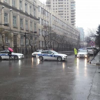 В центре Баку в многоэтажном доме произошел мощный взрыв (фото)