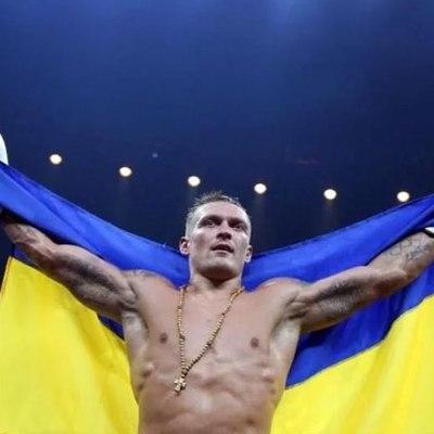 Усик победил Бриедиса и стал чемпионом мира WBO и WBC