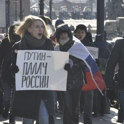 Россияне в 30-градусный мороз бастуют против выборов Путина
