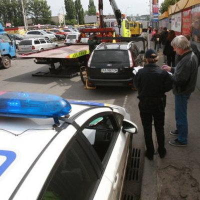 Киевских водителей просят оставлять номер телефона на лобовом стекле авто