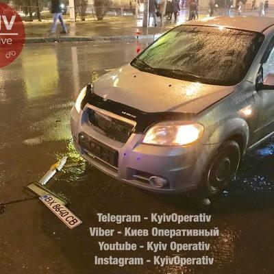 ДТП в Киеве: легковушка на сумасшедшей скорости сбила женщину
