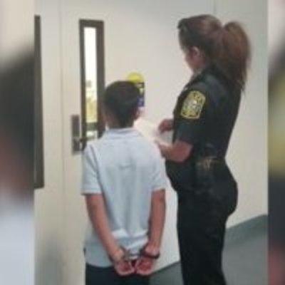 В США за плохое поведение школьника заковали в наручники