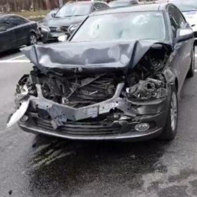 В Центре Киева пьяный водитель на Mercedes устроил серьезное ДТП и скрылся