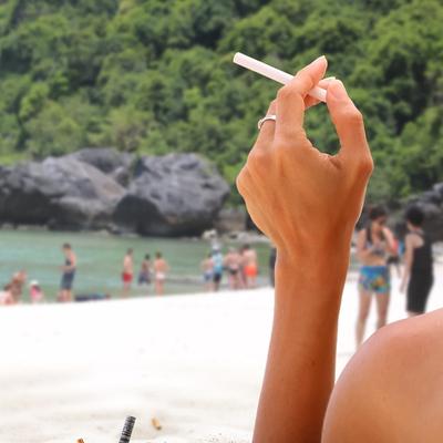 В Таиланде за курение на пляжах можно загреметь в тюрьму
