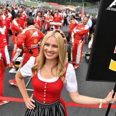 Феминистки победили: Формула-1 отказалась от соблазнительных девушек