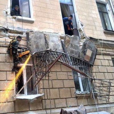 В центре Одессы в доме обвалились два балкона (фото)
