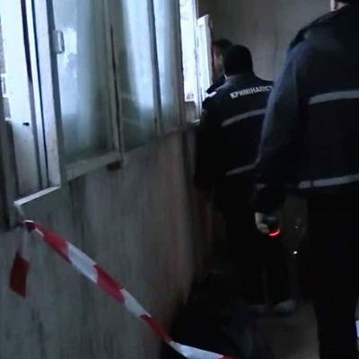В Киеве нашли задушенной обнаженную женщину в подъезде дома