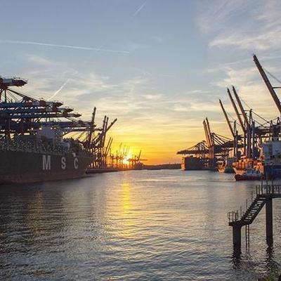 Индийский танкер с 22 моряками пропал у берегов Африки