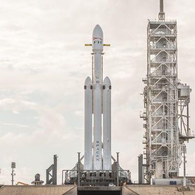 SpaceX запустила сверхтяжелую ракету Falcon Heavy (видео)