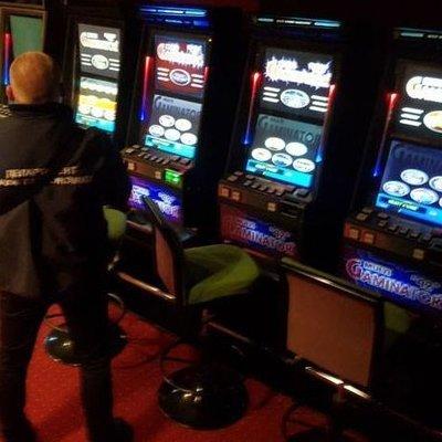 В Киеве вход в подпольное казино замаскировали через шкаф