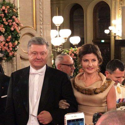 В сети появились фото с Венского бала, куда прибыли Петр Порошенко и его жена Марина