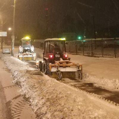 С вечера дороги Киева расчищали от снега 270 единиц техники и 29 бригад ручной уборки