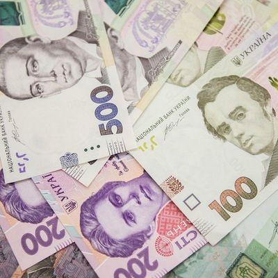 Гривня продолжает укрепляться к доллару и евро