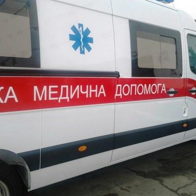 На столичных Березняках маленькая девочка выпала из окна многоэтажки и осталась жива