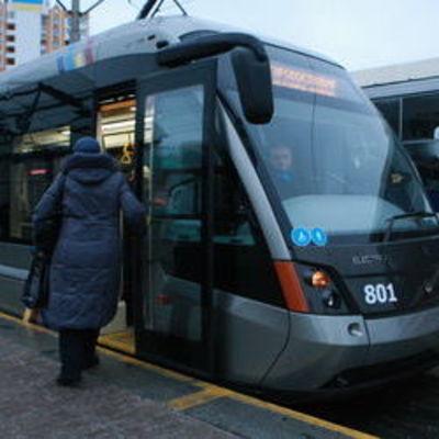 В Киеве влюбленных будут возить на скоростном трамвае за поцелуй