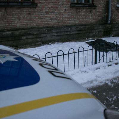 На Нивках в Киеве из окна 4 этажа выпрыгнула женщина (фото)