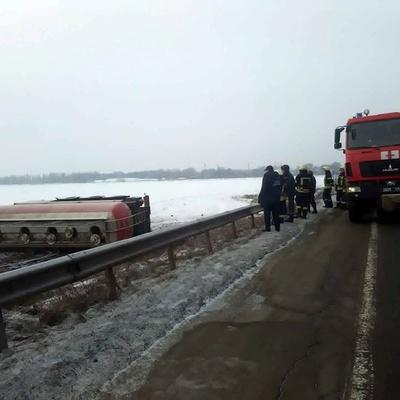 Под Киевом в результате ДТП на поле разлили 30 тонн спирта