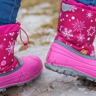Воспитатели забыли 3-летнюю девочку на прогулке. Ребенок замерз на смерть