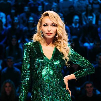 Оля Полякова позировала в роскошном зимнем аутфите (фото)