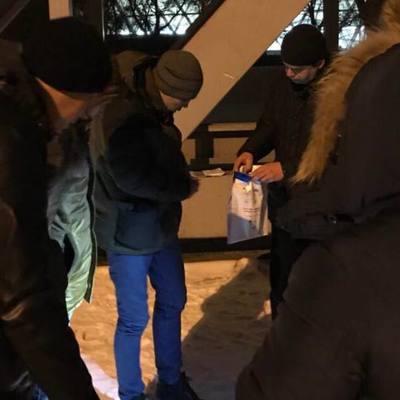 В Киеве на ж/д вокзале избили и ограбили иностранца (фото)