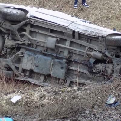 Автобус на Закарпатье слетел в кювет и перевернулся на железнодорожный путь