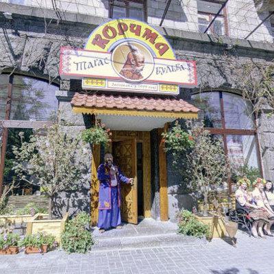 Под Киевом фура разнесла придорожный ресторан (фото, видео)