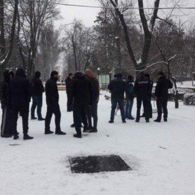 В Одессе люди в балаклавах и с арматурой захватили санаторий