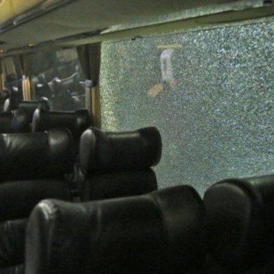 В Киеве забросали камнями и снежками автобус с болельщиками футбольного клуба АЕК