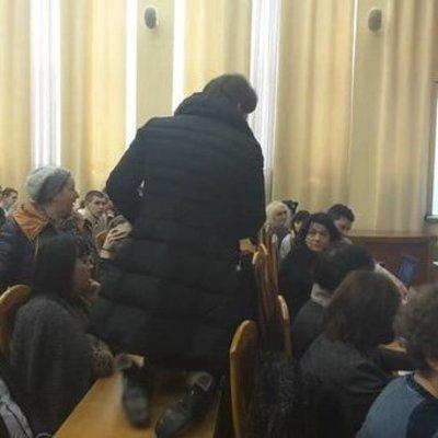 В Киеве во время сессии депутат ползала на коленях