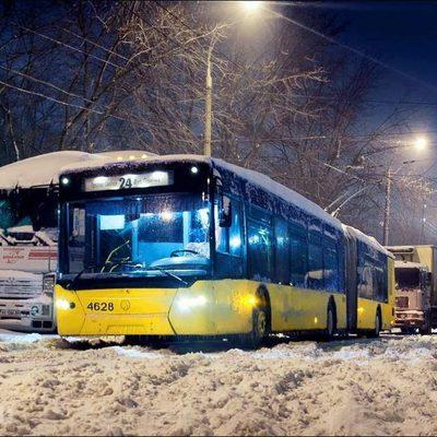 Потрескались провода: киевский транспорт не справляется с крепкими морозами