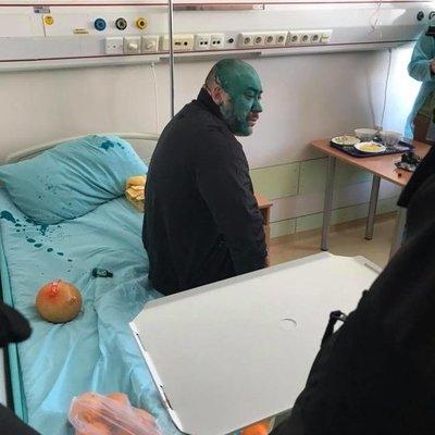 Активисты принесли руководителю титушек Крысину в больницу яд, а священник облил его зеленкой