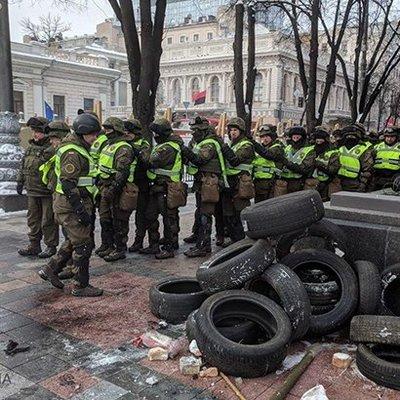 В столкновениях под Радой пострадали 8 правоохранителей