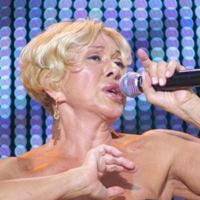 Российская певица разозлила сеть танцами на деньгах