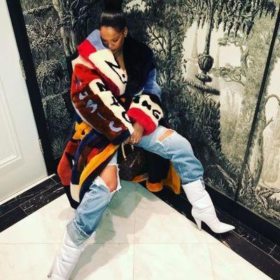 В спортивном костюме и на шпильках: стильный образ Рианны (фото)
