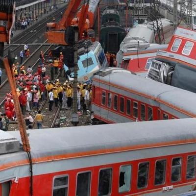 Реки крови и гора трупов: В Египте произошла железнодорожная катастрофа