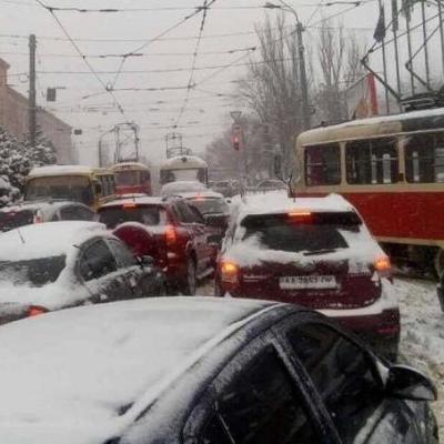Киев сковали 8-балльные пробки